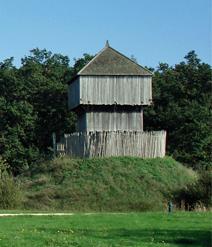 Motte castrale reconstituée à St Sylvain